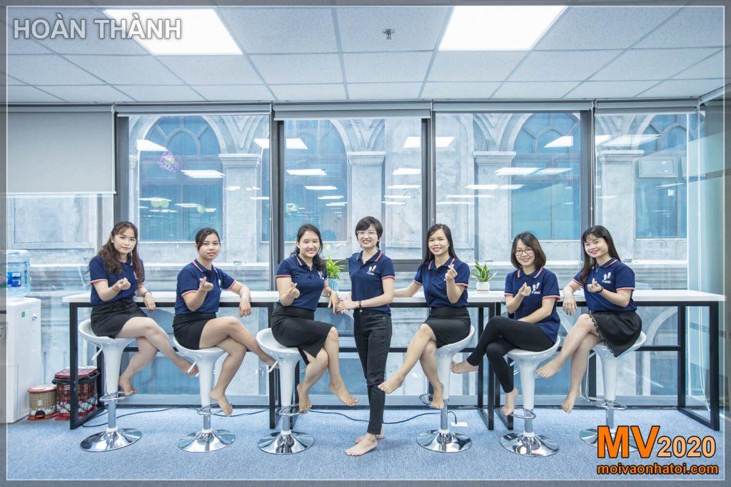 Equipe de trabalhadores de escritório feminino