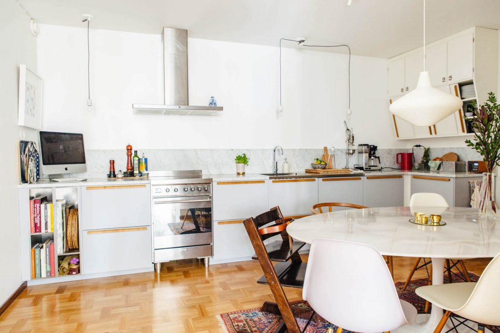 tủ gỗ công nghiệp cho gian bếp sáng bóng dễ lau chùi