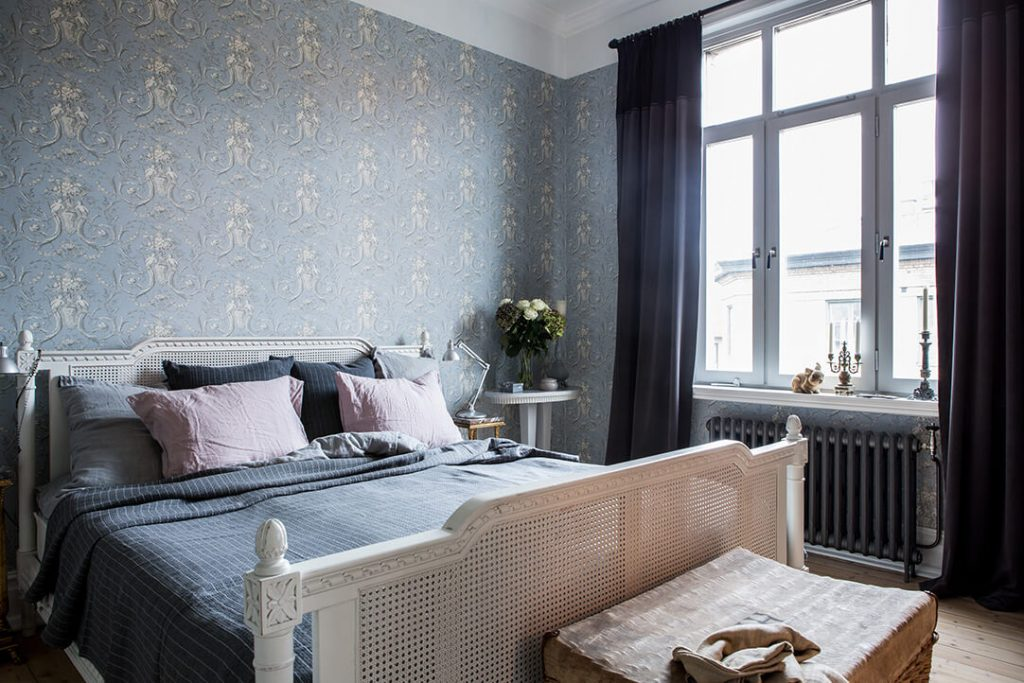 neoclassical bed and wallpaper