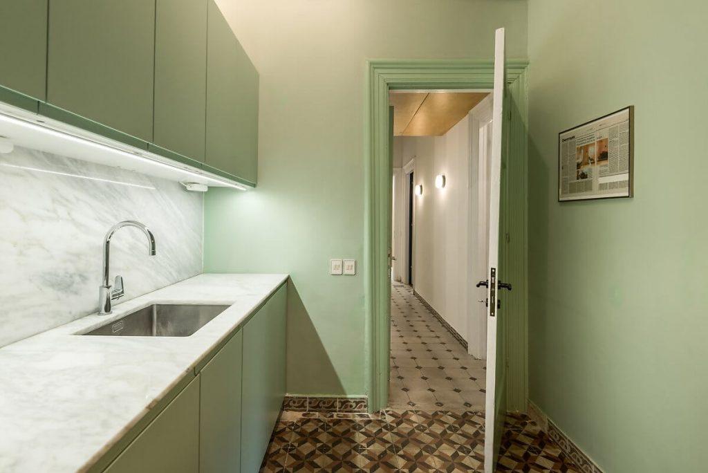 phòng bếp với màu xanh lá pastel dịu mát
