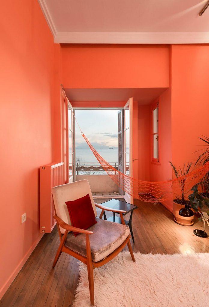 những đồ nội thất đồng màu với tông chủ đạo của căn hộ