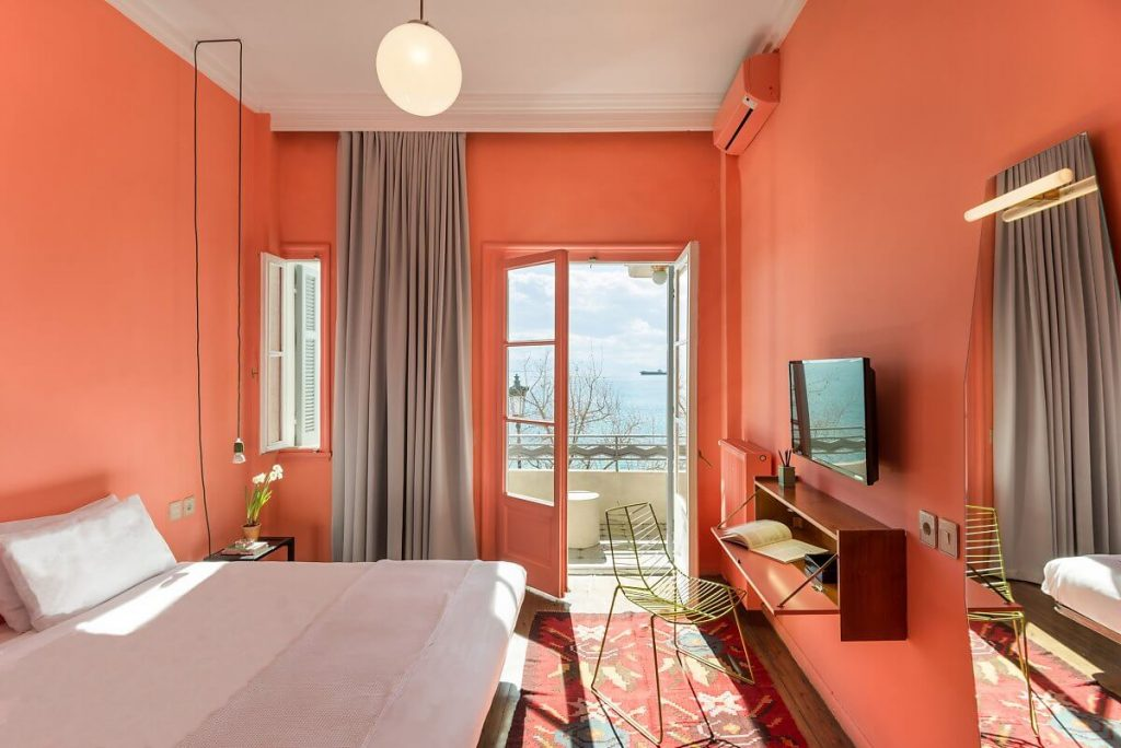 phòng ngủ với nội thất đơn giản, tinh tế