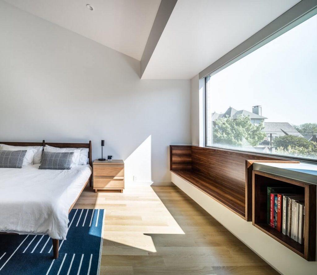 Chỗ độc sách bằng gỗ đầy bình yên, và thư giãn trong căn nhà 2 tầng