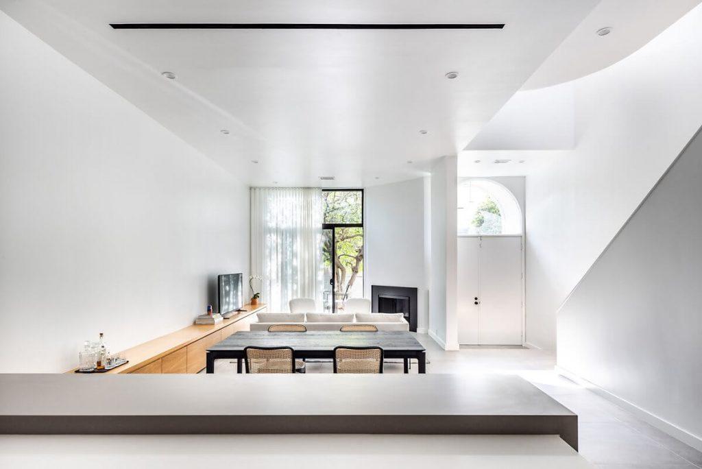 Không gian sáng sủa, thoải mái với tông màu trắng vốn là đặc trưng cho phong cách minimalism