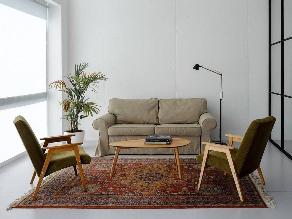 phòng khách với những đồ nội thất tối giản mang phong cách vintage