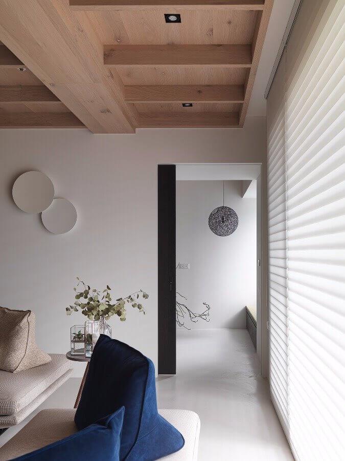 Kiểu trần gỗ đẹp, bắt mắt với rất nhiều trục ngang chắc chắn