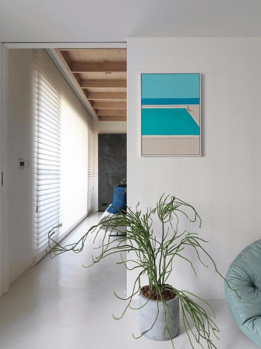 Không gian nhỏ với nội thất phương đông đầy thư giãn nằm giữa phòng khách và phòng ăn