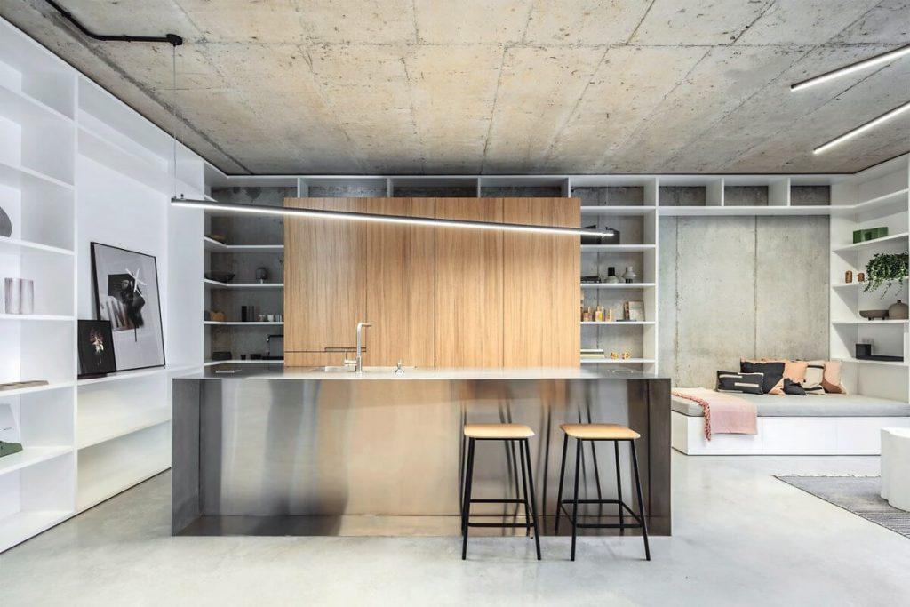 Nhà bếp với tủ bếp và bàn đảo mang phong cách công nghiệp