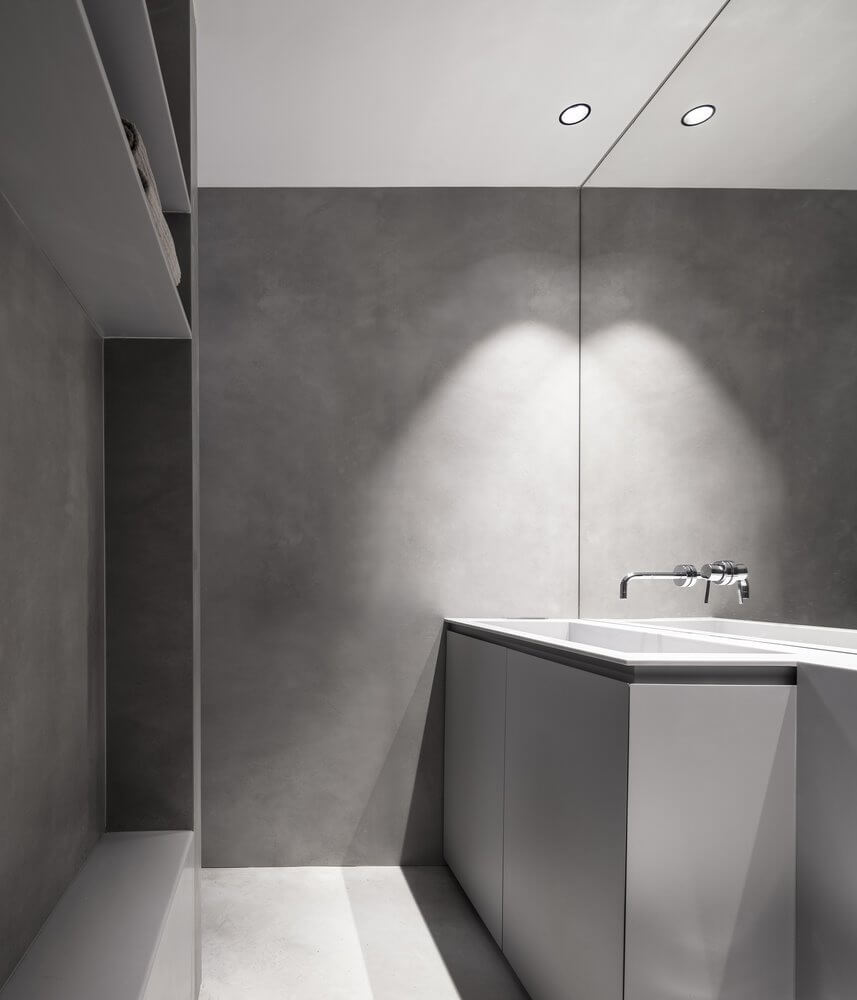 Nhà vệ sinh cũng tràn ngập trong tông màu bê tông