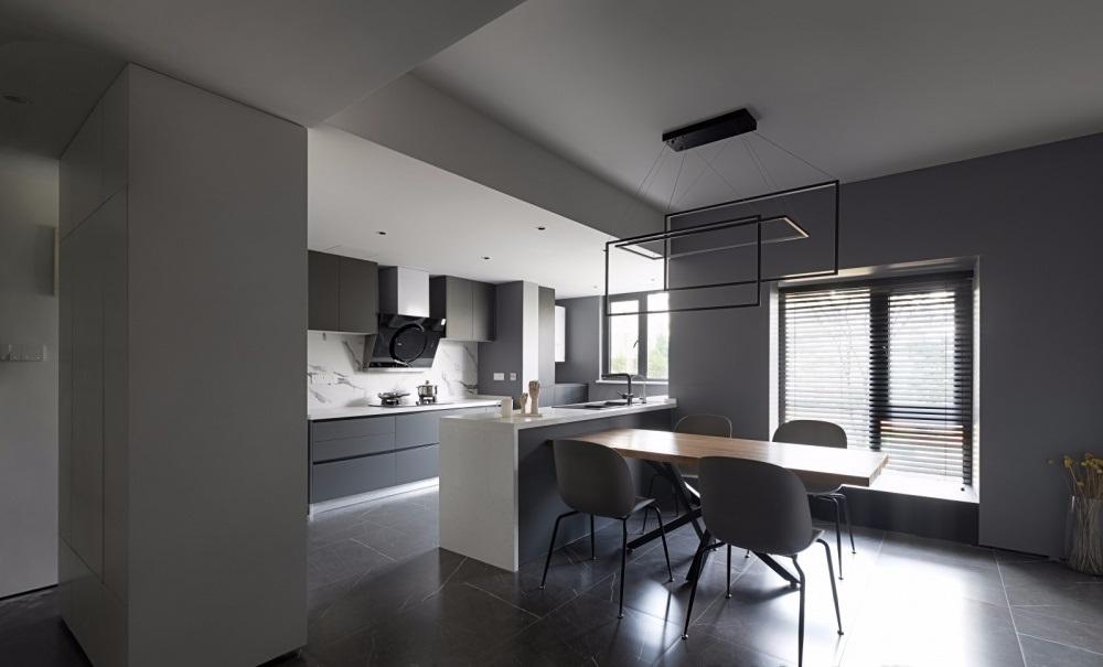 Phòng ăn có bộ bàn ăn đơn giản với 4 ghé tựa phù hợp với gia đình nhỏ