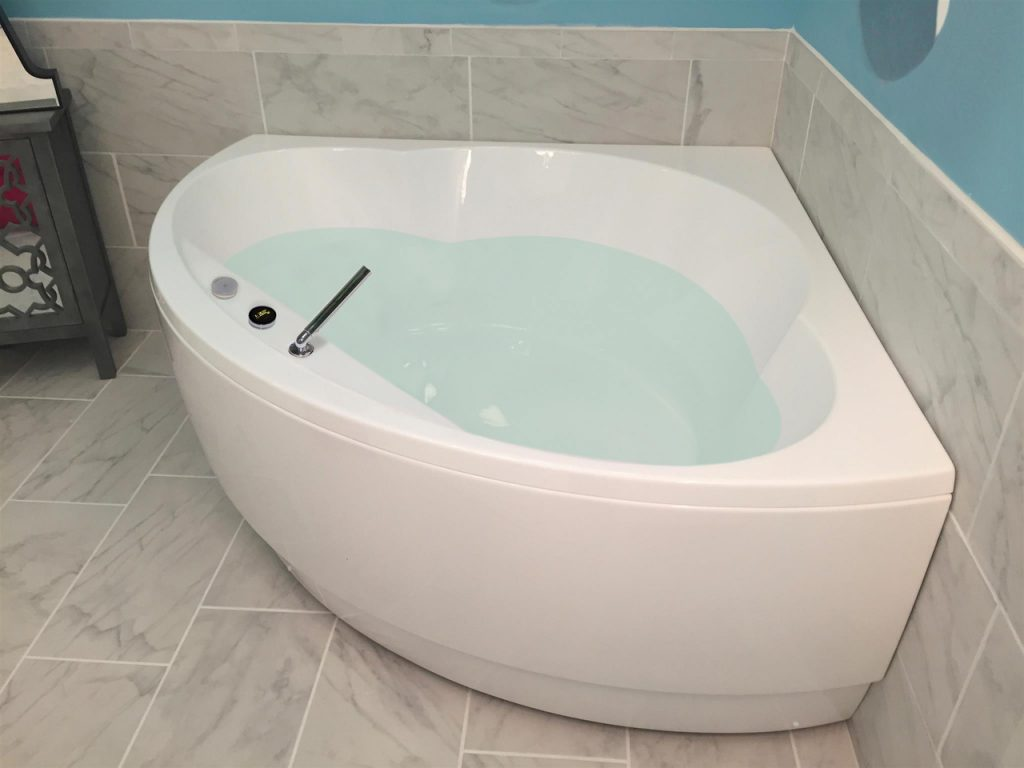 Bồn tắm góc loại vát tròn