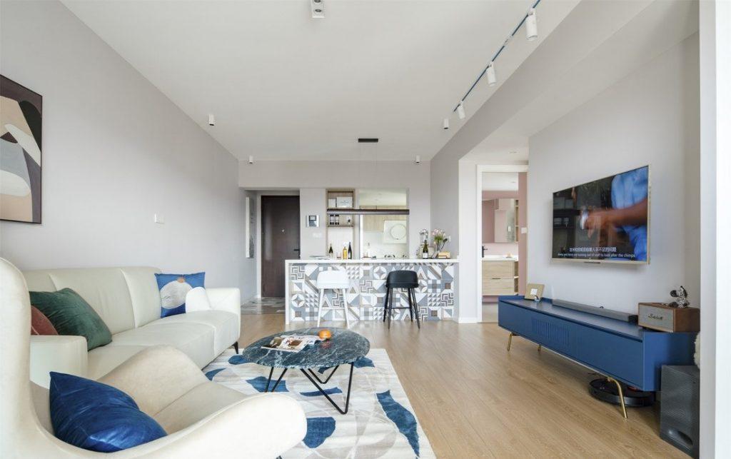 Góc nhìn toàn bộ không gian sinh hoạt chung rộng rãi và mát mẻ sau khi cải tạo chung cư cũ