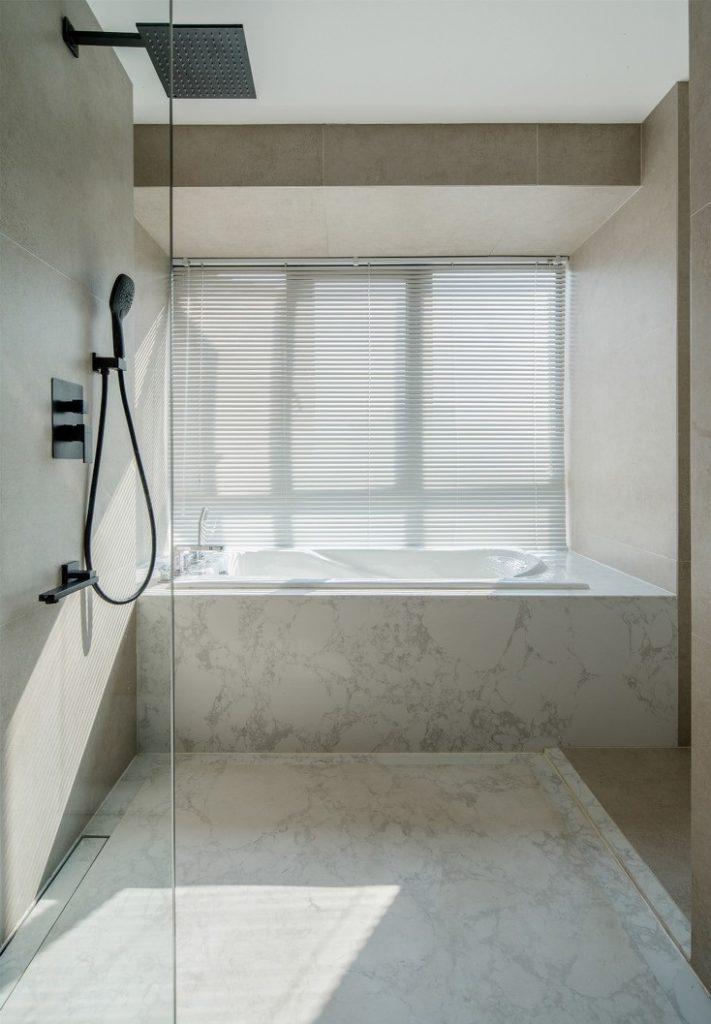 Vòi tắm sen đứng và bồn tắm - cải tạo chung cư cũ