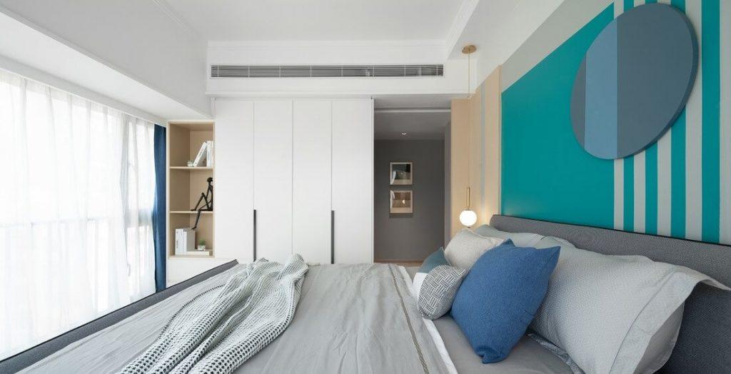 Phòng ngủ chính được làm toàn bộ trần thạch cao chống ẩm, và hệ thống điện và điều hòa thiết kế âm trần.
