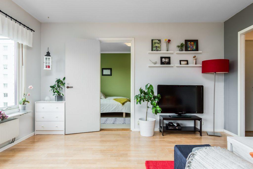 Kệ tivi và đồ decor trang trí đẹp - thiết kế nhà cho người mệnh mộc