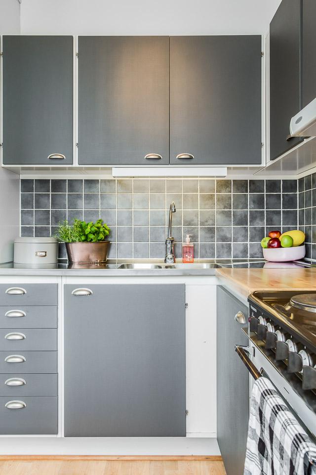 Phòng bếp có tủ bếp là gỗ công nghiệp chất lượng cao