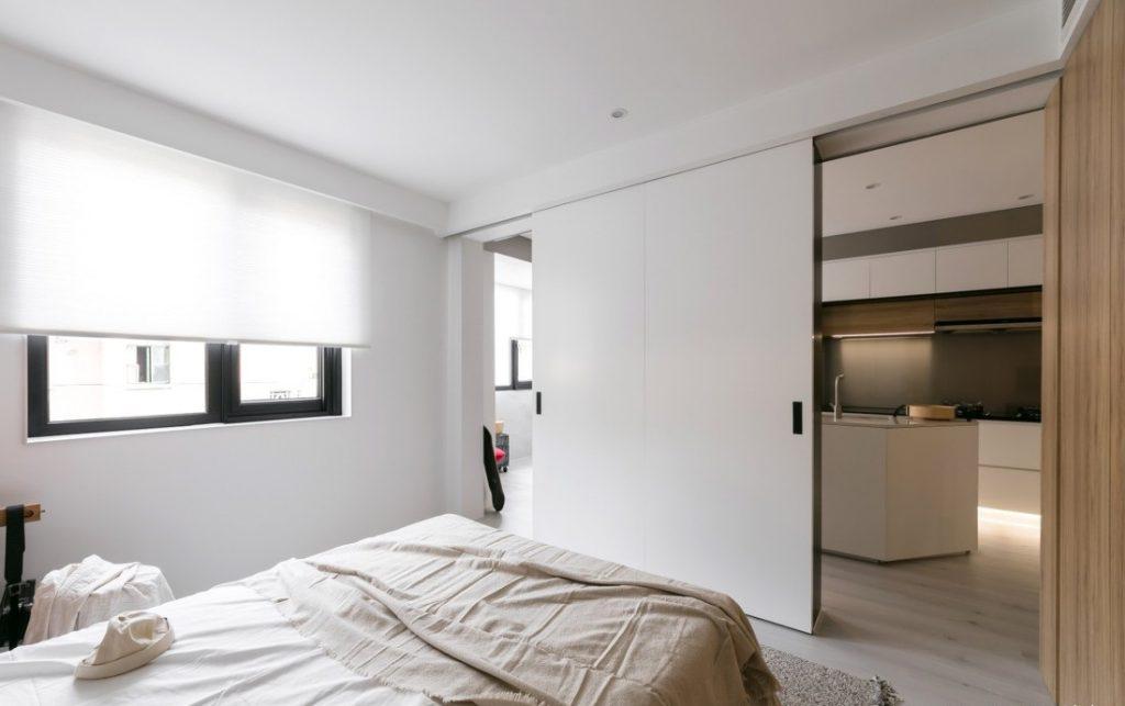phòng ngủ có cửa trượt bằng gỗ công nghiệp - căn hộ studio diện tích nhỏ