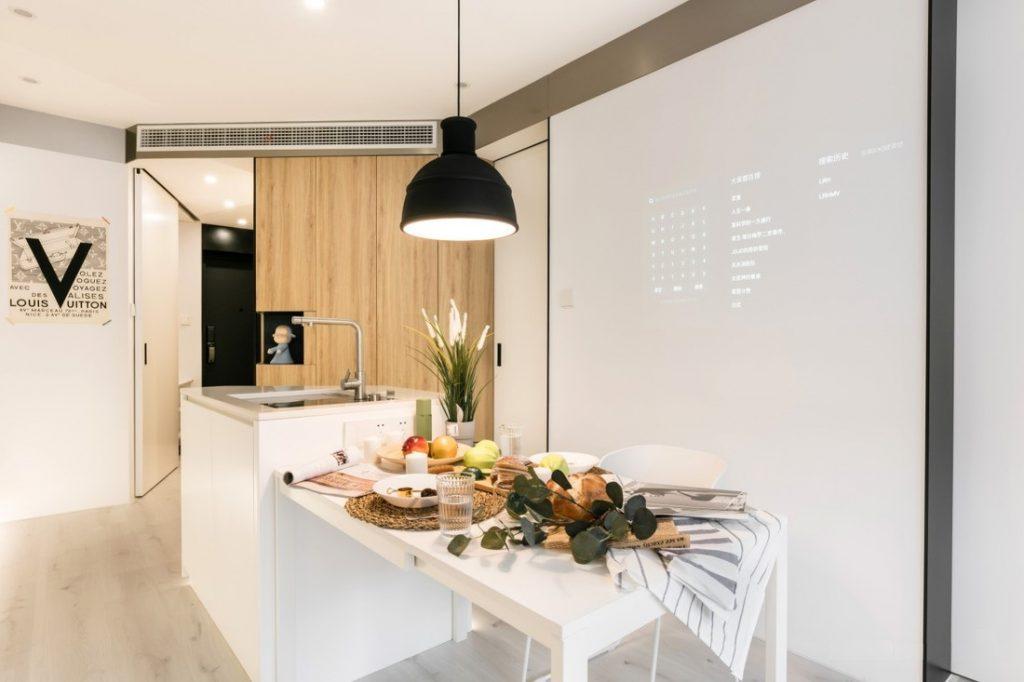 bàn ăn, đèn trần, bàn bếp và bệ rửa inox