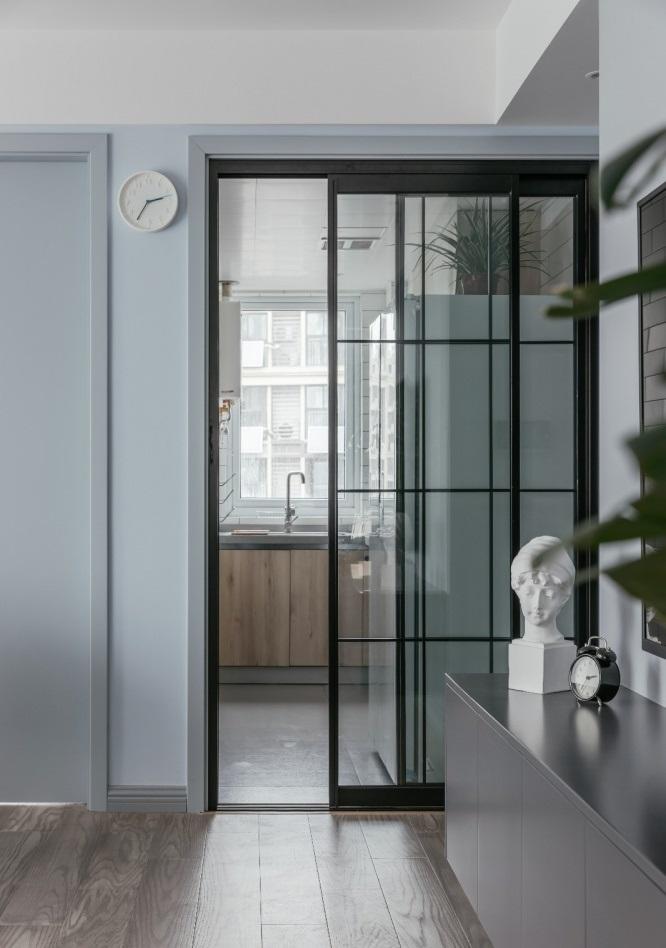 Cửa trượt bằng kính - thiết kế nội thất chung cư nhỏ
