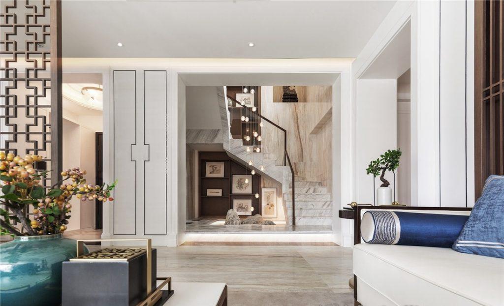 thiết kế cầu thang mở và sàn gỗ bóng