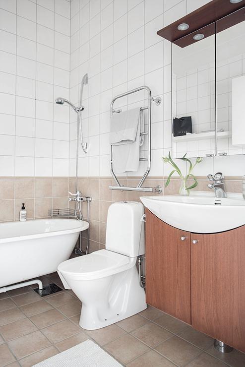 ห้องน้ำในห้องนอนหลัก - อพาร์ตเมนต์ 2 ชั้น