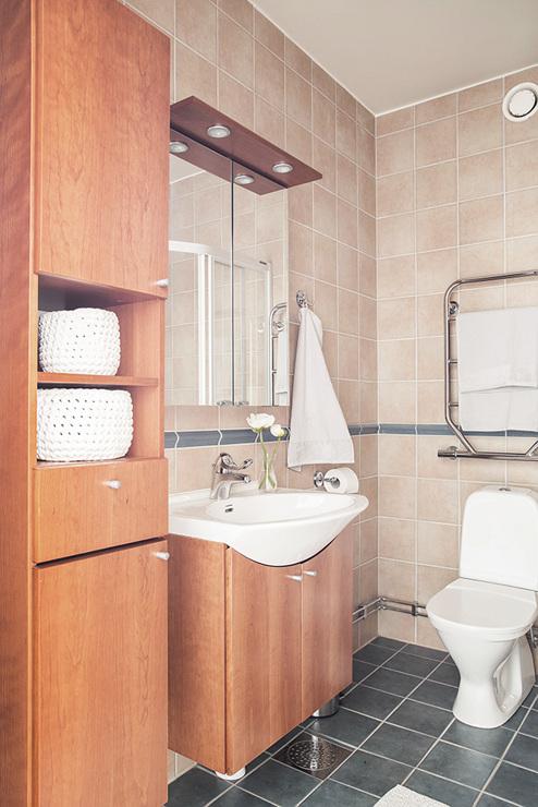 ห้องน้ำรวมของอพาร์ทเมนท์มีกำแพงอิฐที่สวยงาม - อพาร์ตเมนต์ 2 ชั้น