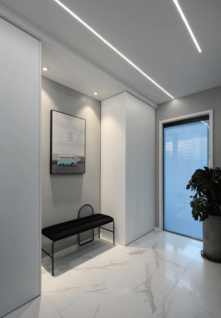 笔房公寓走廊壁橱,大理石纹地板,led灯,等候椅