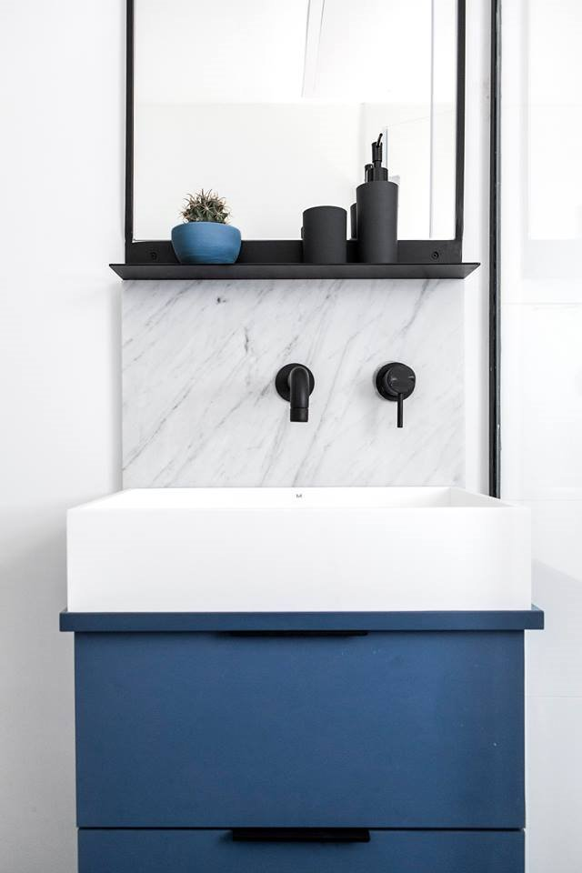 Petite armoire de rangement lavabo confortable