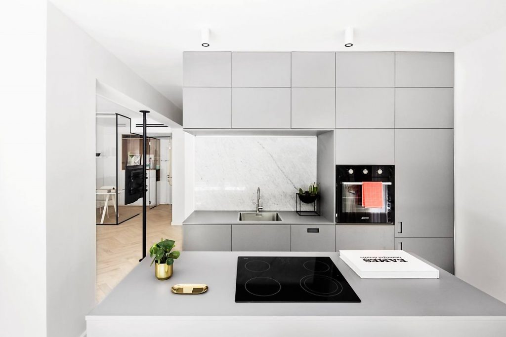 Armoires de cuisine combinées avec des tables îlots modernes et confortables