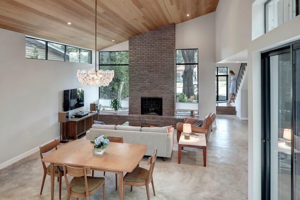 Ruang makan dengan perabotan sederhana dan sederhana