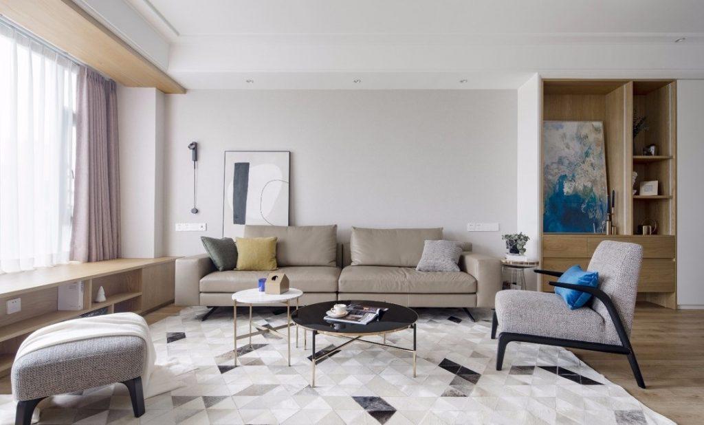 phòng khách đẹp có các ghế sofa thảm lót và bàn trà nhỏ