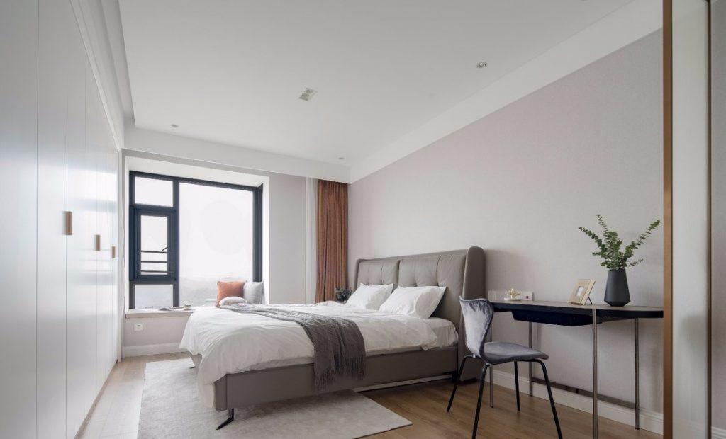 phòng ngủ chính thiết kế đẹp với giường ngủ lớn
