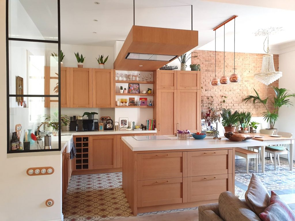 The kitchen area is modernly designed using floral and decorative bricks