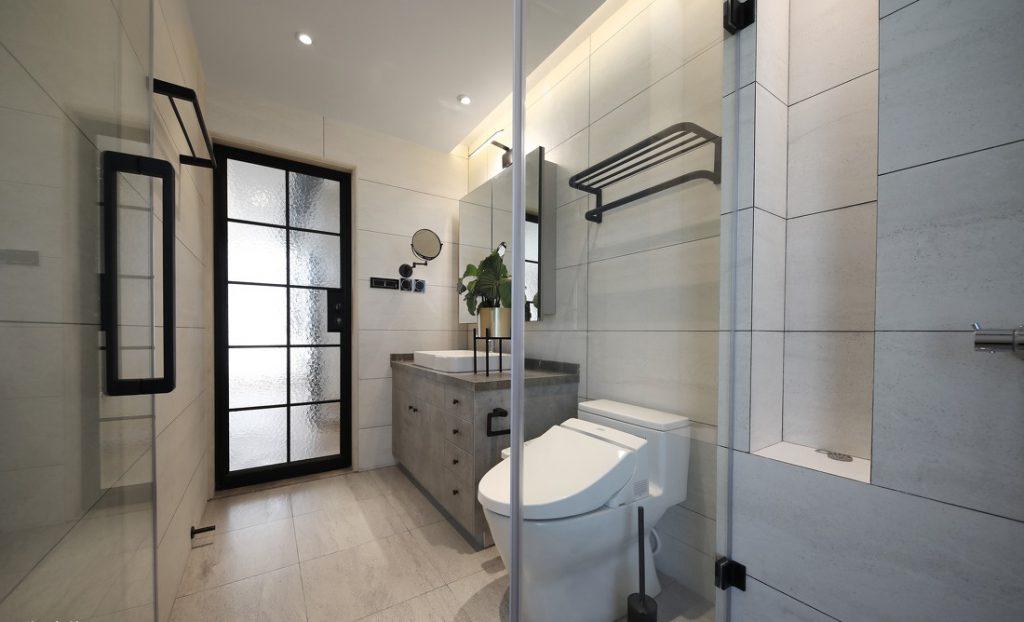 Phòng vệ sinh chung có bồn rửa, bồn vệ sinh, tủ gương, giá treo đồ - nội thất bắc âu