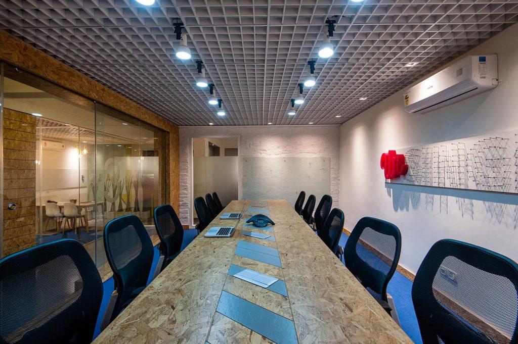 Bộ bàn ghế cho phòng họp, đèn trần và điều hòa