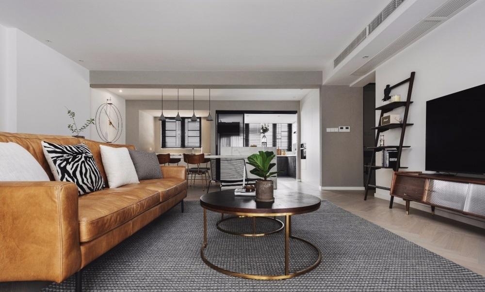 Die Zimmer verfügen über Sofagarnituren und kleine Teetische