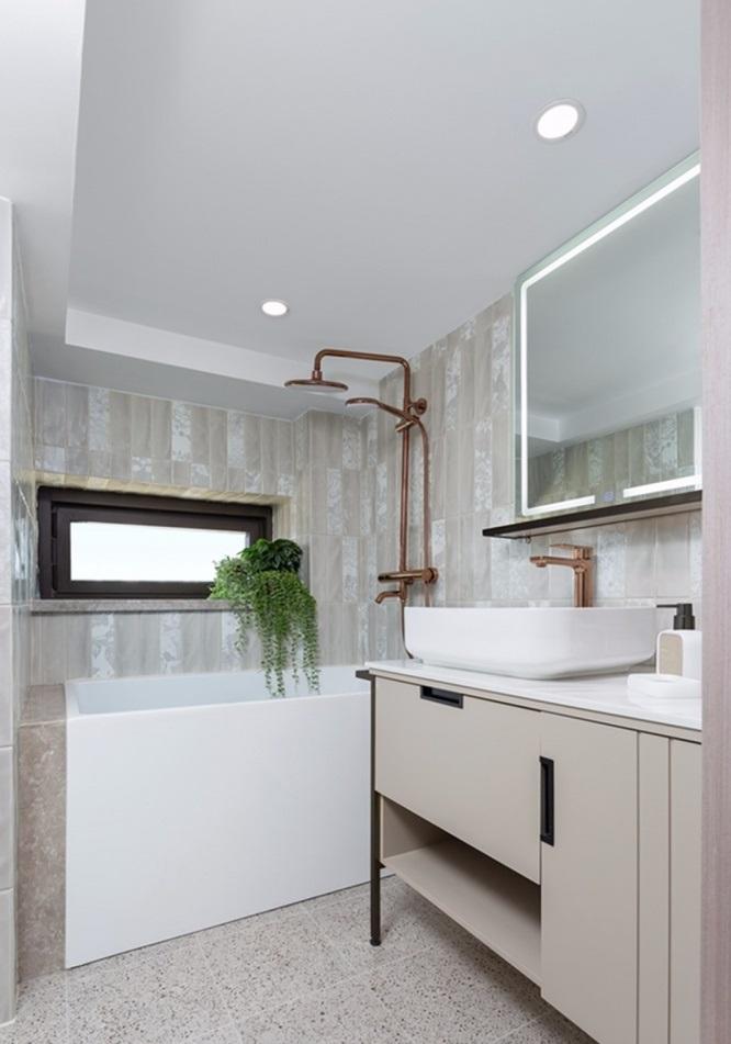 Banheiros modernos têm espelhos de toque