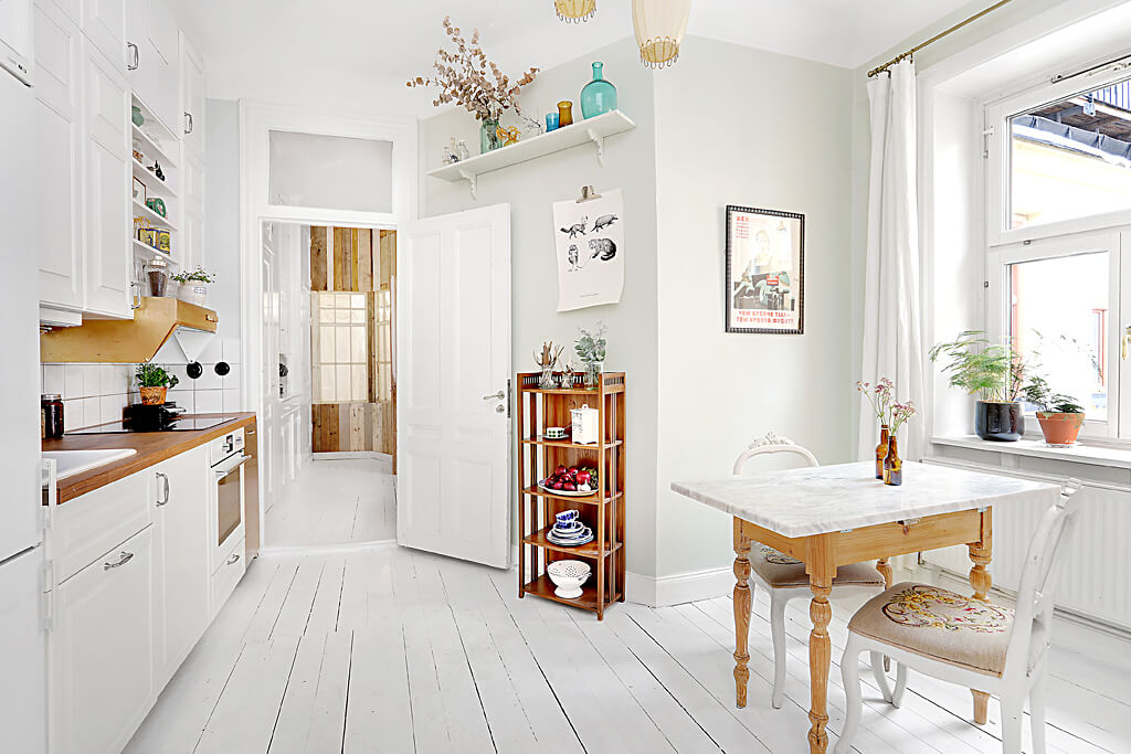 Simple white dining table and beautiful decor décor - 1 bedroom apartment