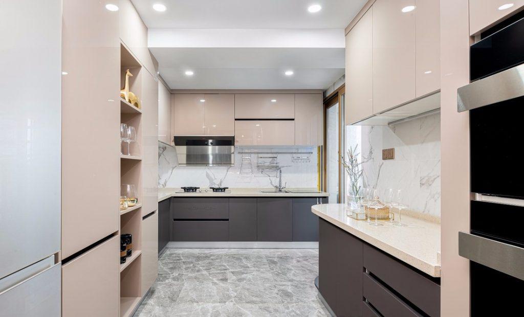 Góc nhìn tổng thể gian bếp của căn hộ thiết kế nội thất chung cư 150m2
