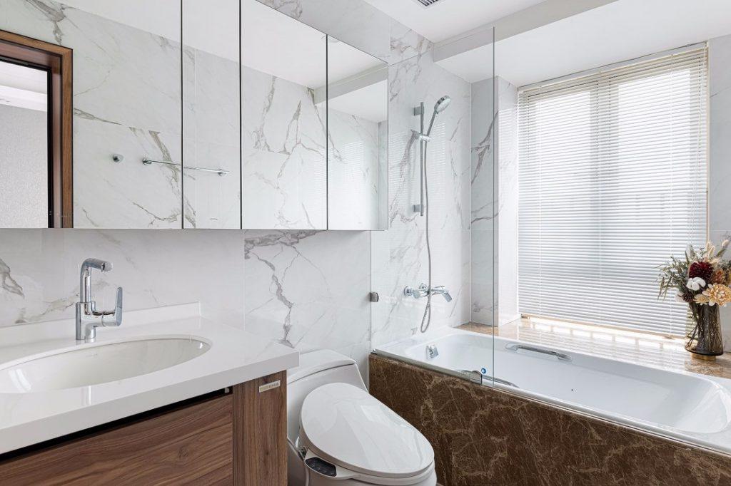 Nhà vệ sinh chung đẹp của căn hộ chung cư ba phòng ngủ
