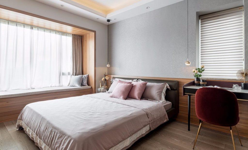 Phòng ngủ chính của căn hộ chung cư ba phòng ngủ