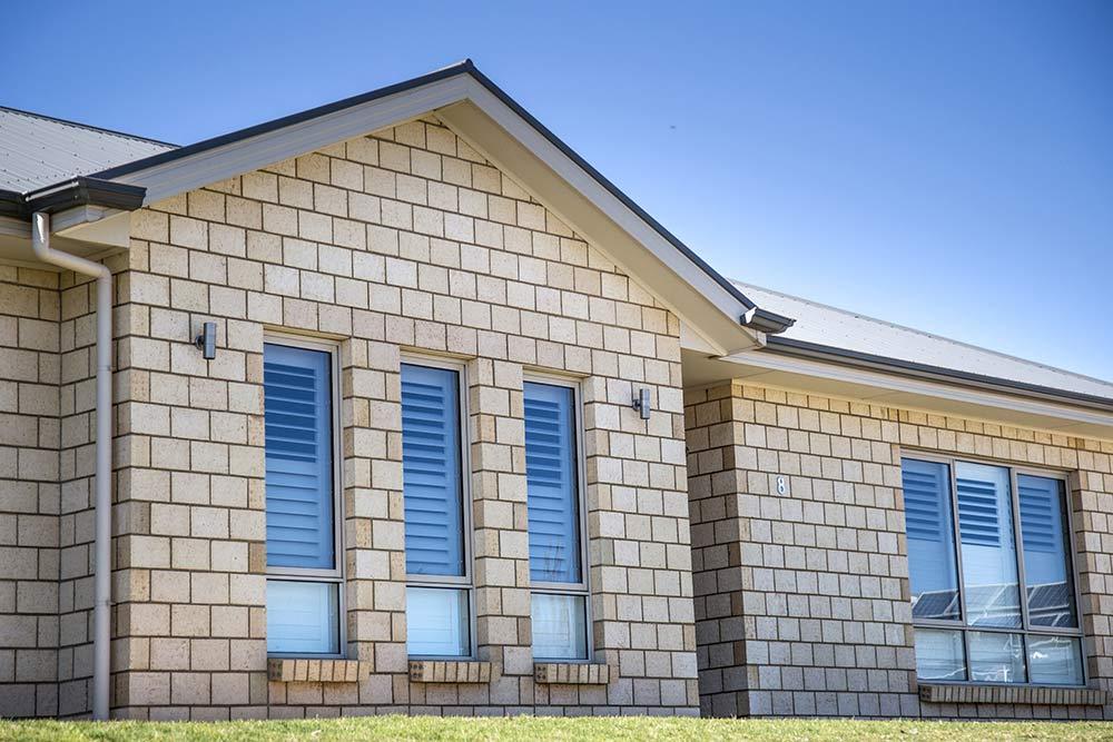 tường bao quanh nhà bằng gạch block