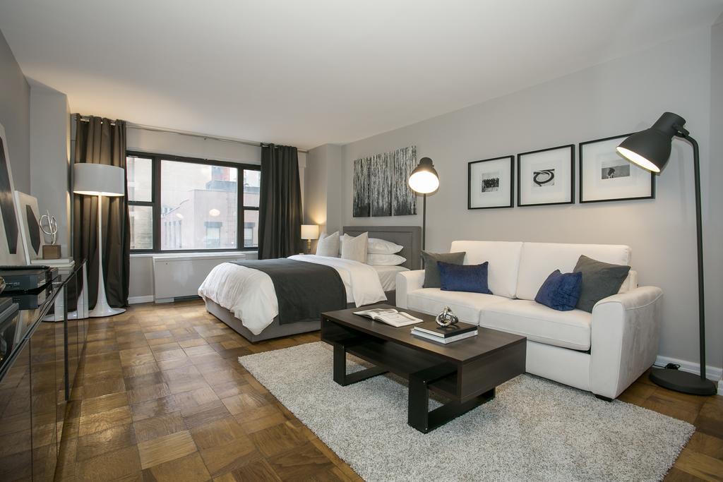 bílý kartonový byt