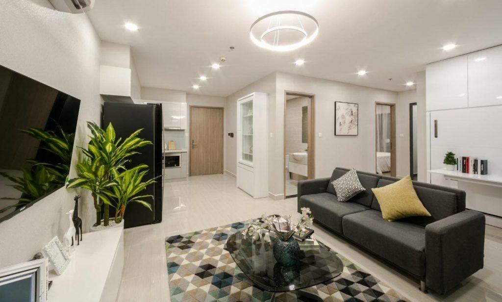 interiér bílého kartonu v obývacím pokoji