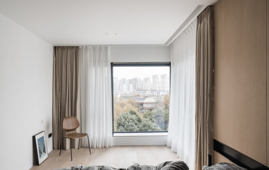 100m2 규모의 침실 2 개 아파트를위한 현대적인 인테리어 선택