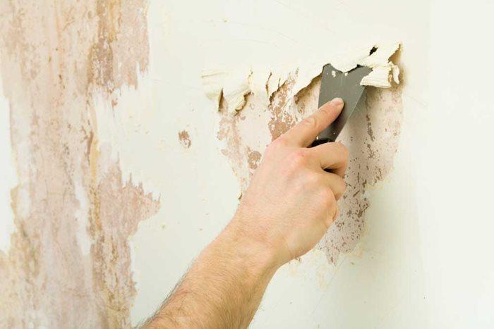Reinigen Sie die Wandoberfläche vor dem Streichen