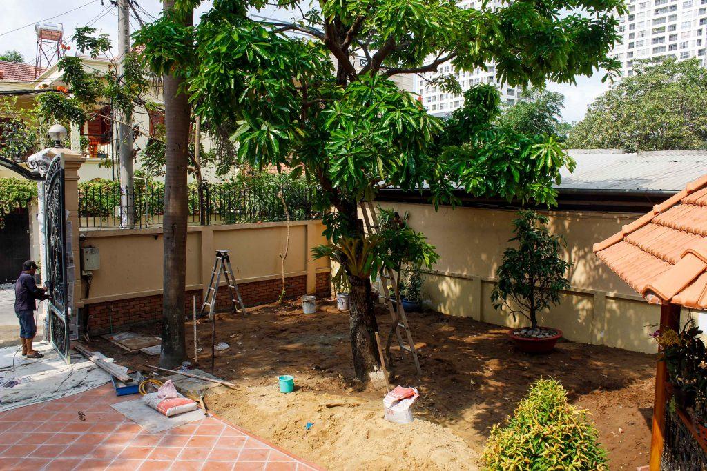 výstavba zahradního dvora