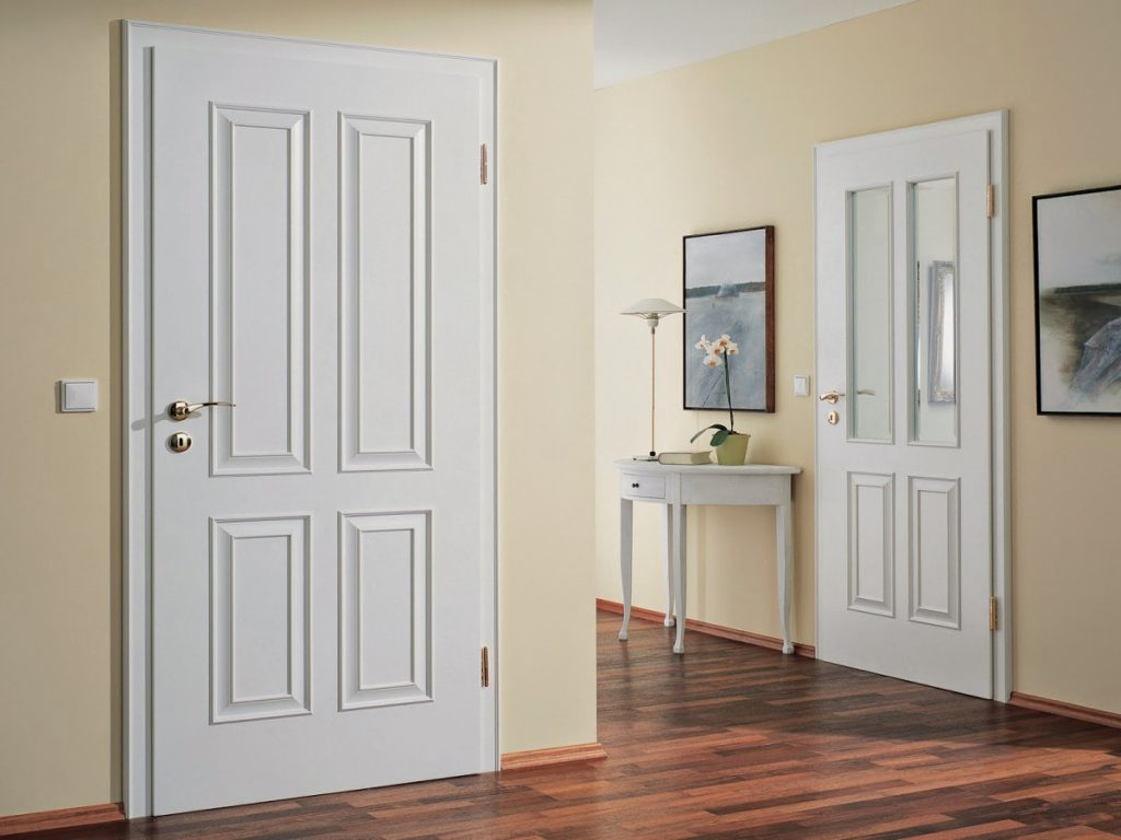 Pintu terbuat dari kayu HDF