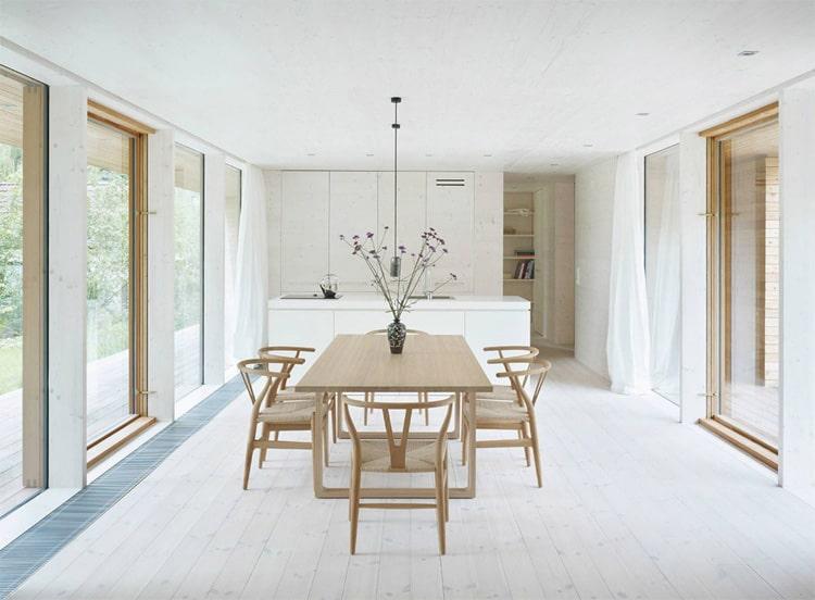 غرفة طعام بسيطة