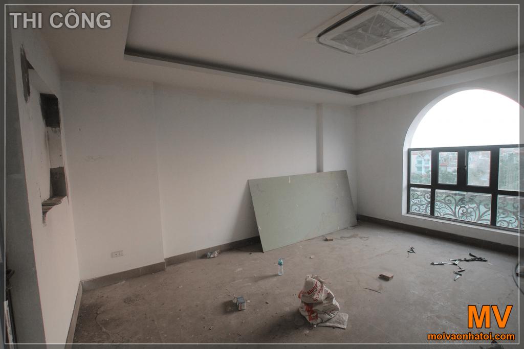 新古典联排别墅的客厅内部结构